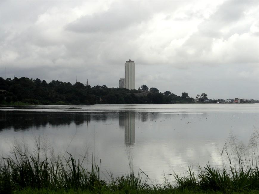 La lagune et l\'hotel Ivoire