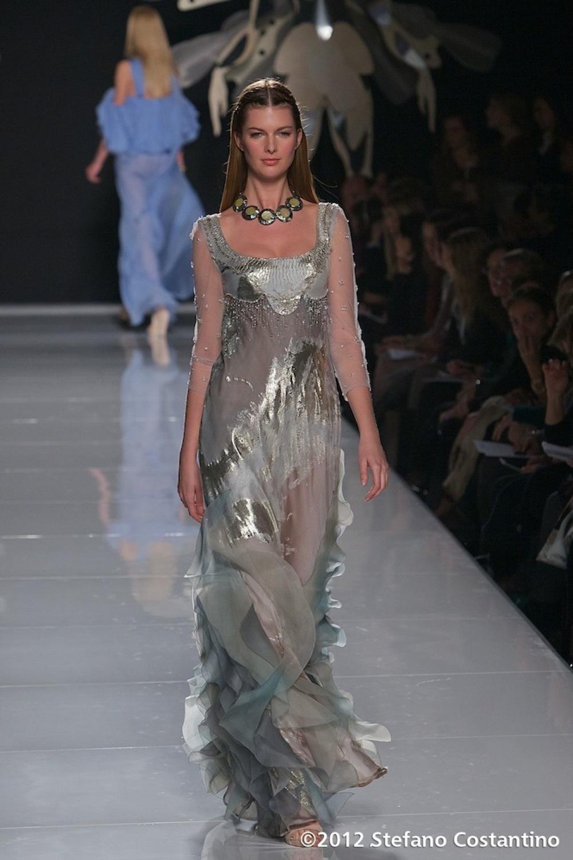 20120129 - MODA - ROMA: GATTINONI PORTA IN PASSERELLA L'ABITO DECORATO CON EURO. Gli abiti della collezione primavera/estate 2012. PHOTO: STEFANO COSTANTINO