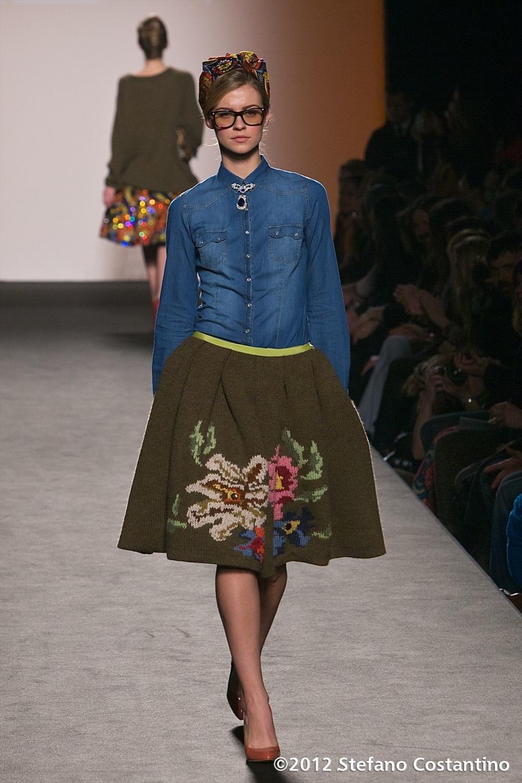 20120131 - MODA - ROMA: UN MIX DI CULTURE PER LA \'JAM SEASON\' DI STELLA JEAN. Gli abiti della collezione