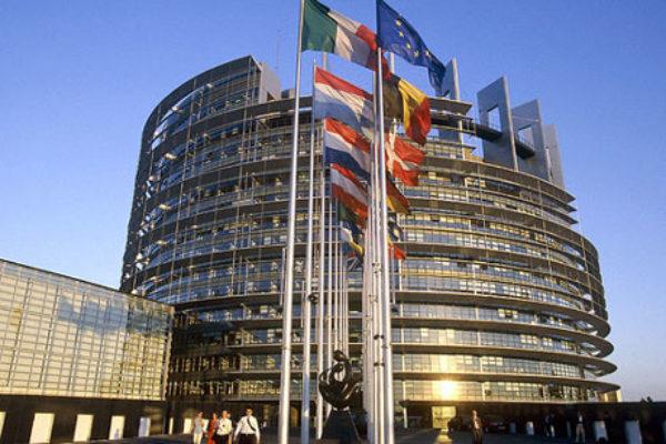 Bruxelles: Juncker conferma solidarietà UE a Gentiloni per questione migranti