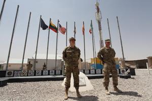 02. il generale Gamba (sx) assieme al colonnelo Walsh, comandante RSC-W