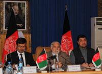 02. al centro il governatore di Herat che ha ospitato l'evento