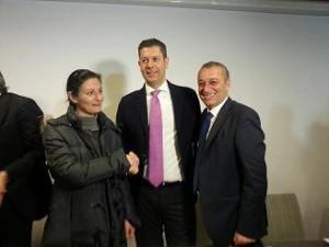 foto presidente e assessore co prima sottoscrittrice contratto 28 02 14