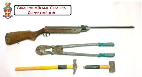 Carabinieri materiale sequestrato