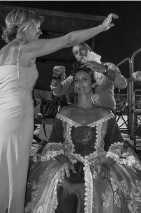 Fig. 1 - Gianni Sorci e Mina Ventrella con la Modella Marianta Catanzariti