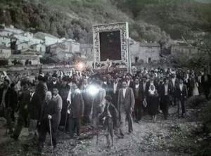 Processione del Quadro della Madonna del 1836 , i fedeli attraversano la fiumara che è l'attuale via Cardinale Portanova