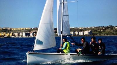 vela, L'imbarcazione reggina protagonista in acque aretusee