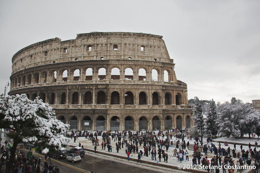 Roma Colosseo Neve