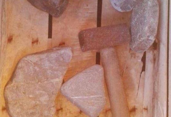 cassa martello e pietre
