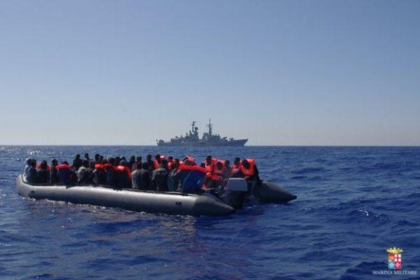 Corigliano Calabro (Cs), mercantile sbarca 256 migranti