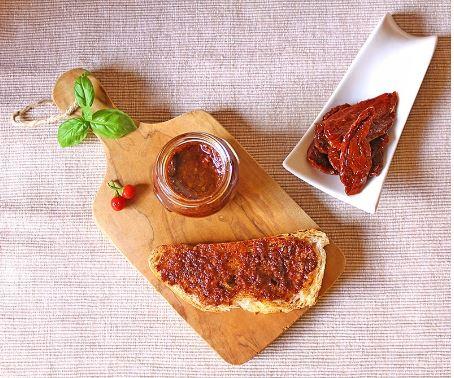 Peperoncino e pomodori secchi
