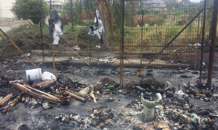 isola ecologica incendiata