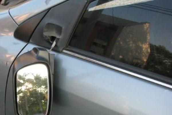 Sesto San Giovanni (Mi), tentano truffa specchietto ad anziano lanciando noci, 2 in arresto