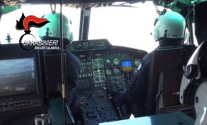 carabinieri-elicottero-interno