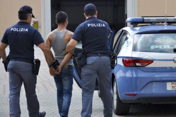Brescia, arrestati 3 moldavi responsabili di furti ad attività commerciali