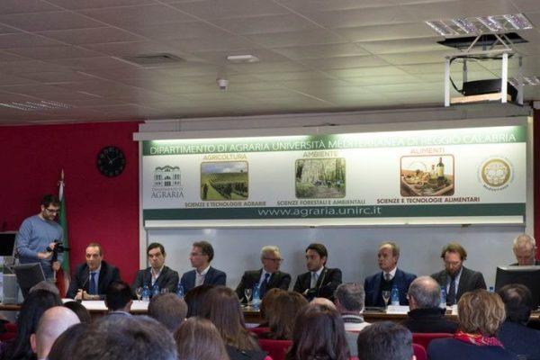 """""""Sinergie tra ricerca PON e percorsi formativi nell'ambito del """"Distretto ad alta tecnologia agroindustriale della Calabria"""""""