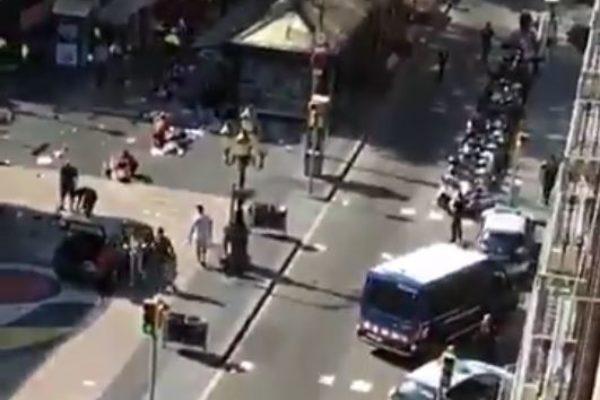 Barcellona, il bilancio si aggrava: 13 morti e oltre 100 feriti. 2 arresti ed un fuggitivo