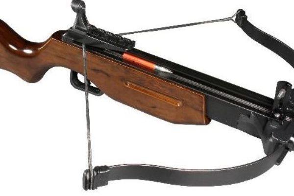 Roma, molesta la ex compagna, denunciato stalker e sequestrati 2 fucili 2 pistole e una balestra