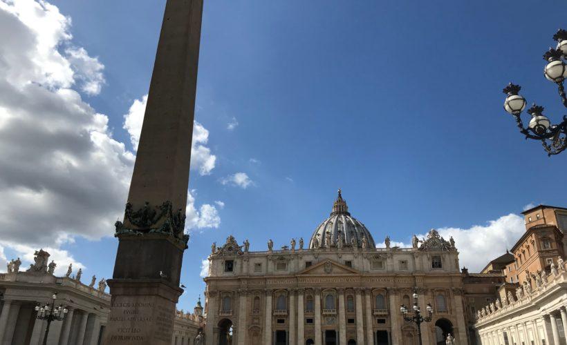 Incontro storico tra i ministri degli Esteri di Cina e Vaticano