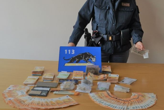 Senigallia (An). Polizia arresta importante spacciatore. Sequestrato 1 kg di droga e 20 mila € contanti - ilMetropolitano.it