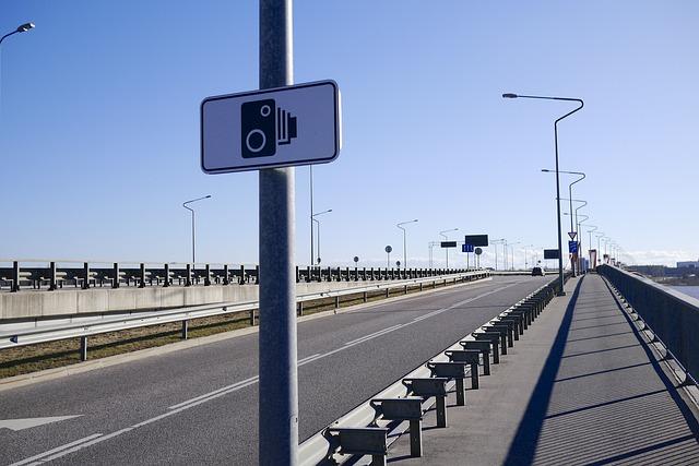 Pizzicata dall'autovelox a 703 km/h: multa record in provincia di Ancona